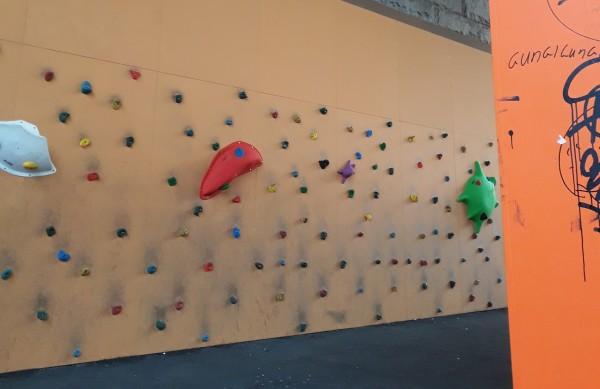 Klettern & mehr- kostenlose Kletterwand im Familienpark unter der Zoobrücke