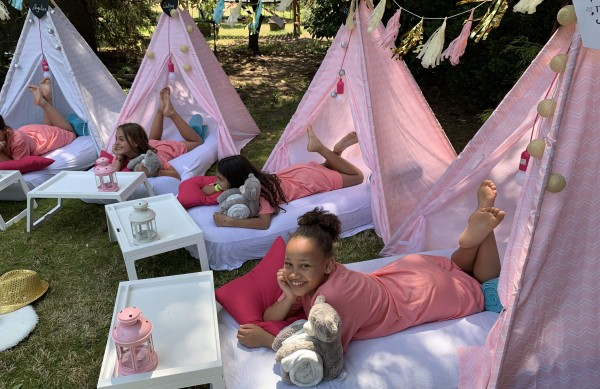"""Tipi Sleep Over Party"" in unseren Cool-for-Kids Tipi Zelte(5 Tipis mieten)"