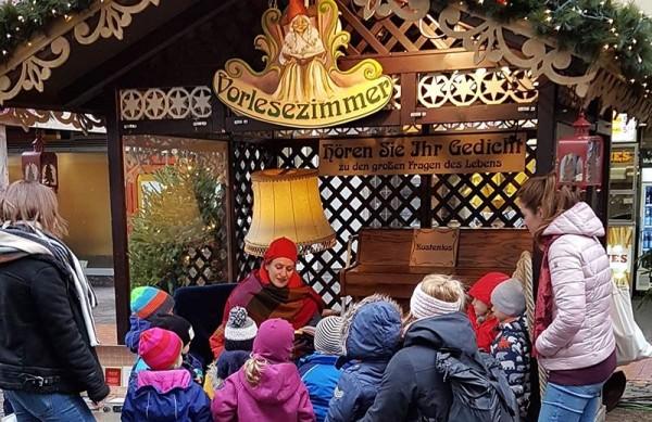 Vorlesezimmer für Kinder auf dem Weihnachtsmarkt 11-15 Uhr