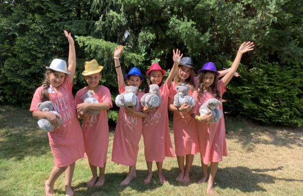 """Tipi Sleep Over Party"" in unseren Cool-for-Kids Tipi Zelte(5 Tipis mieten)"