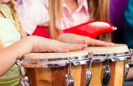 SCHNUPPERSTUNDE Trommeln & Rhythmik